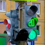 Что имеет больший приоритет: временные знаки или светофор?