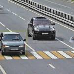 Пропускать ли пешехода на многополосной дороге, если он еще далеко