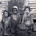 «Обезумевшие родители отбирали еду удетей» Советская власть бросила миллионы умирать отголода, ноих спасли американцы